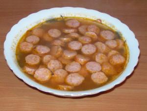 Томатный суп с охотничьими колбасками